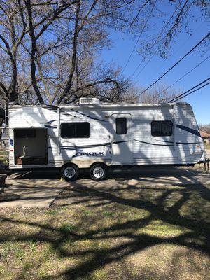 2013 crossroads 27 ft bumper pull sleeps 6 for Sale in Wylie, TX