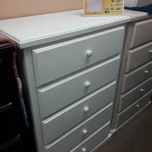 New Solid Pinewood Dresser Very Spacious for Sale in Lakewood, CA