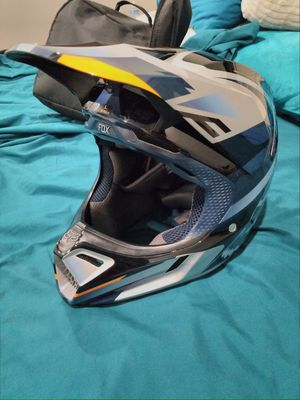 New Fox dirt bike helmet, size large for Sale in Fresno, CA