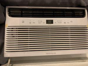 Frigidaire Window AC, 8000 BTU, 3 Way Fan, Lightly Used. for Sale in New York, NY