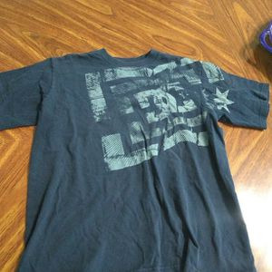 Good Condition, Boy's DC T-shirt, Size Medium for Sale in Menifee, CA