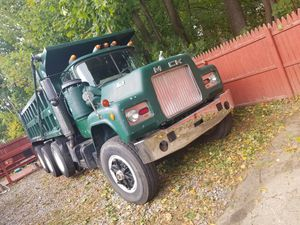 1977 mack dump 16 feets no rust clean 12 speed mack .300 mack motor for Sale in Wolcott, CT