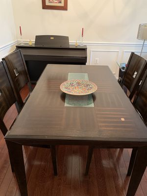 Dining Table and chairs for Sale in Leesburg, VA
