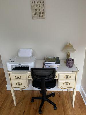 Antique desk for Sale in Columbus, OH