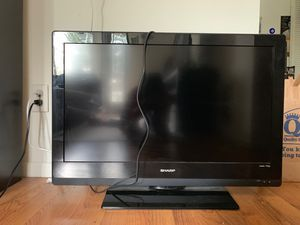 Working Sharp 32 inch tv with Roku and remote for Sale in Seattle, WA