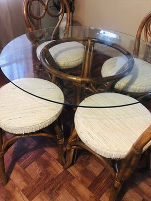 dining table and 4 chairs very good condition for Sale in Port Richey, FL