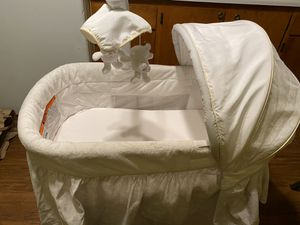 Simmons kids baby bassinet for Sale in San Leandro, CA