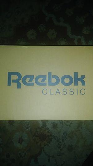 Reebok Classic SIZE 7 for Sale in Boston, MA