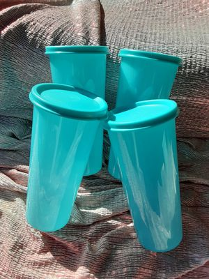 Vasos grandes tupperware $15 for Sale in Santa Ana, CA