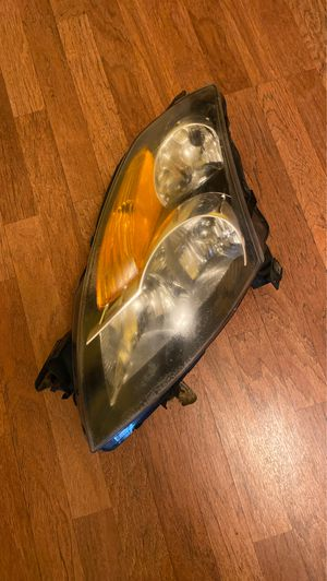 Nissan Altima 07 headlight ( driver side) for Sale in Pittsburgh, PA