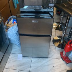 Mini Fridge And Microwave Combo For $250 for Sale in Brooklyn,  NY