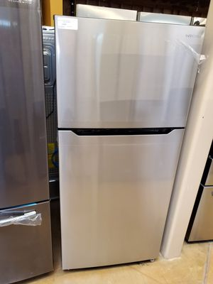 Top freezer refrigerator Insignia Stainless steel 18 cubic feet for Sale in Glendora, CA