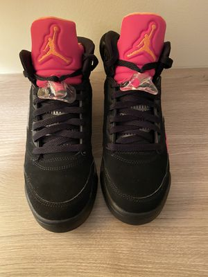 Jordan retro 5 Black Pink for Sale in Belleville, MI