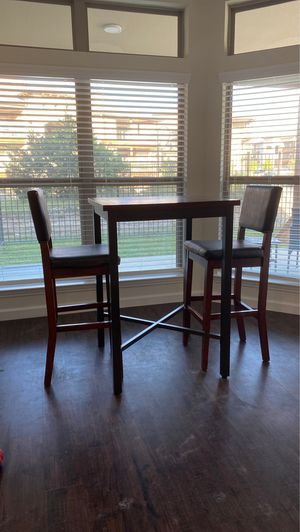 High top dining table + chairs for Sale in Austin, TX