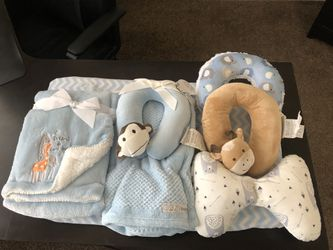 Baby blanket sets and neck pillows for Sale in undefined