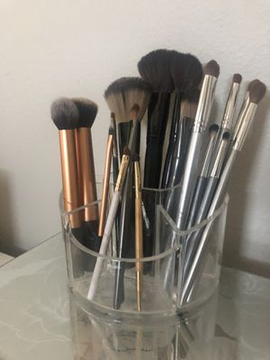Acrylic makeup brush holder for Sale in Woodland Hills, CA