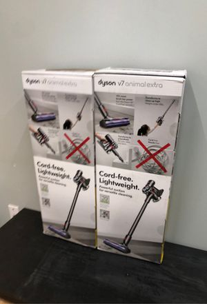 Dyson cordless vacuum v7 new each for Sale in Houston, TX