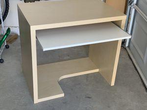 Desk good condition for Sale in Las Vegas, NV