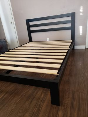 New queen bed frame base para cama queen nueva for Sale in Stockton, CA