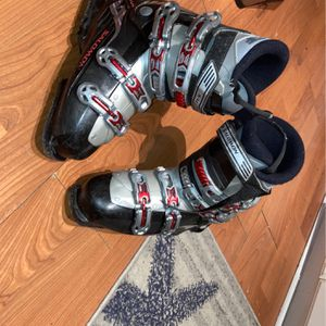 .Solomon ski boots size 26 good condition scratches on the outside obviously great food to start off for Sale in Medford, NY