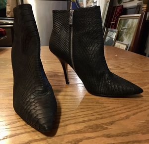 Michael Kors side zipper snakeskin pattern leather heels size 9 1/2 for Sale in Portland, OR