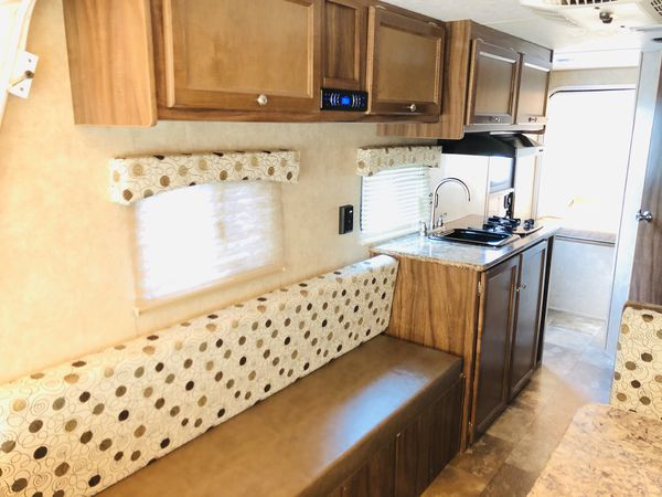 2017 Travel trailer 18ft long. Super lite