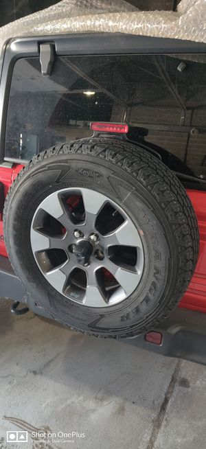 2019 Jeep Wrangler Sahara wheels and tires set of 4 for Sale in Dearborn Heights, MI
