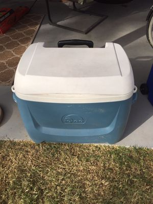 Rolling igloo cooler for Sale in Mesa, AZ
