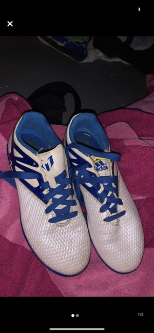 indoor soccer shoes size 3 for Sale in Sioux City, IA
