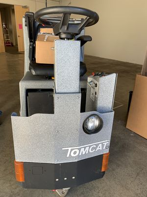 """Tomcat Model:250 30"""" Disk Rider Floor Scrubber with Extra Accessories for Sale in Fremont, CA"""