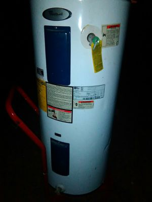 80 gallon Whirlpool electric hot water heater for Sale in Choctaw, OK