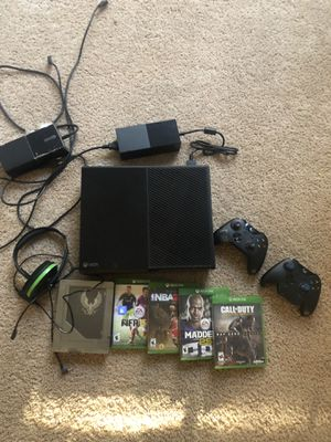 Xbox One w/ 6 games , 2 controllers and Turtle Beach headset for Sale in Tampa, FL