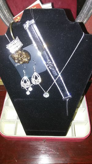 Paparazzi costume jewelry set!!! for Sale in Lowell, MA