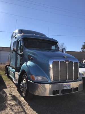 Blue peterbilt 358 2005 with c15 twin turbo and 18 speed transmission . Transmission is 4500 without core Return, and also engine. Parting out only . for Sale in Lithonia, GA