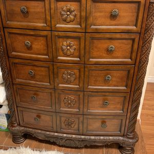 Queen Bed, Dresser, Mirror And Nighstand Cherrywood for Sale in Queens, NY