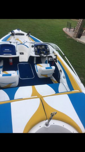 1999 Larson boat with 150hp Johnson for Sale in Humble, TX
