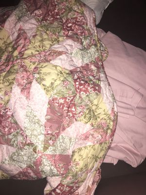 Queen size floral and pink sheet and comforter for Sale in Cape Coral, FL