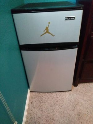 Magic chef mini fridge for Sale in Morrison, CO