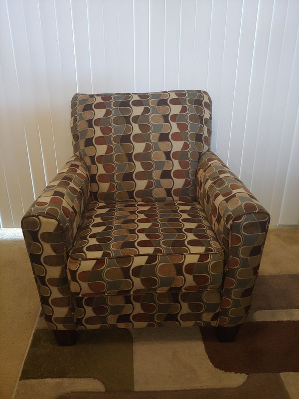 Good Condition Living Room Set with 5x7 Rug , Chair & Mirror ($225 obo..)