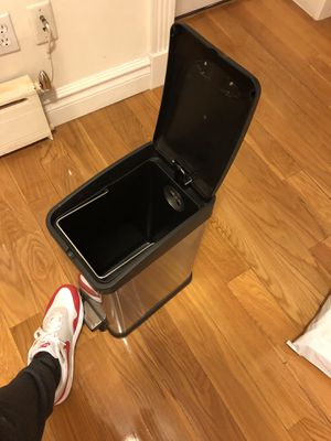 Bed Bath Beyond free trash can - clean for Sale in New York, NY