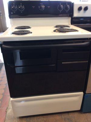 (Anoka 4267-SM HK) GE Black & White Coil Top Electric Stove for Sale in Anoka, MN