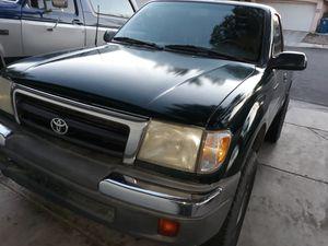 Toyota Tacoma prerunner yr00 for Sale in Las Vegas, NV