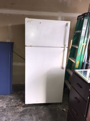 Free refrigerator and freezer! For pickup! for Sale in Lake Stevens, WA