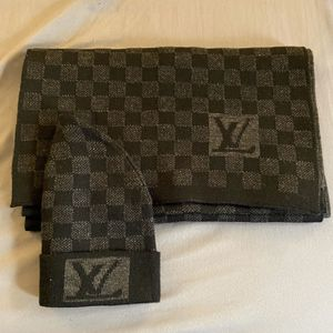 Louis Vuitton damier scarf black for Sale in Staten Island, NY