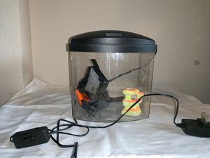 1 gallon LED fish tank, comes with filter, batteries, and coral decor for Sale in Marysville, WA