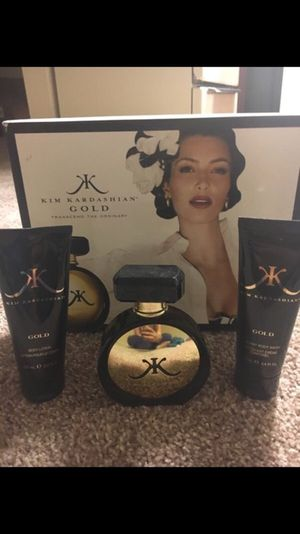 Kim kardashian gold fragrance set for Sale in Arlington, TX
