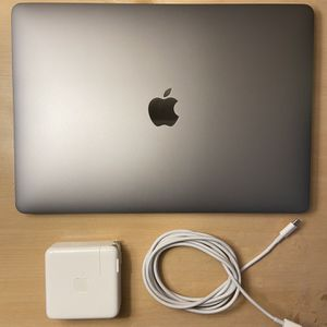 """MacBook Pro 2020 13"""" + Airpods for Sale in Haines City, FL"""
