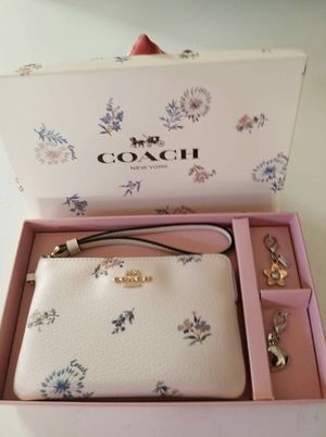 Authentic Coach wrislet wallet with charms (new with tags with Box) for Sale in Lincoln Acres, CA