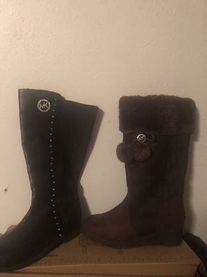 2 pair of Michael Kors youth boots for Sale in Spencer, OK