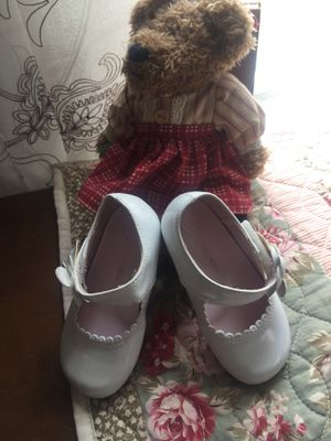 Little girls white patent 🌺🐥leather Mary Jane shoes euc great 🐥🌸 for Easter !!check my other little girls shoes clothes stuffed animals also 🌸🌺misses for Sale in Northfield, OH